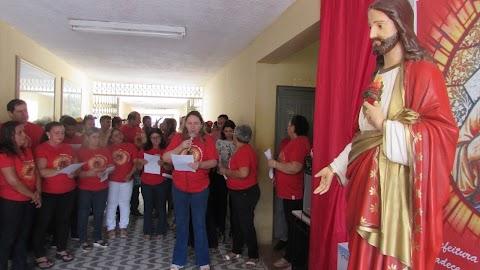Prefeita Elijane e servidores recepcionam imagem do Sagrado Coração de Jesus