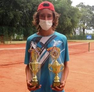 Samuel Heredia ganador en dobles y sencillos en tenis en Ibagué