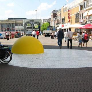 Huevos gigantes- instalación artistica