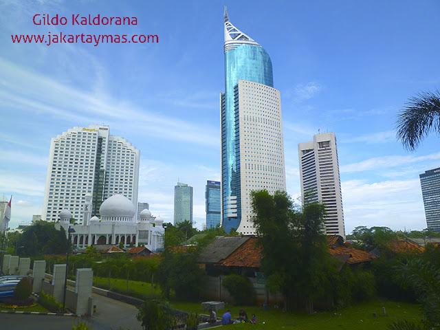 Rascacielos, mezquitas y chavolas en Yakarta