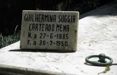 Placa do túmulo de Guilhermina Suggia