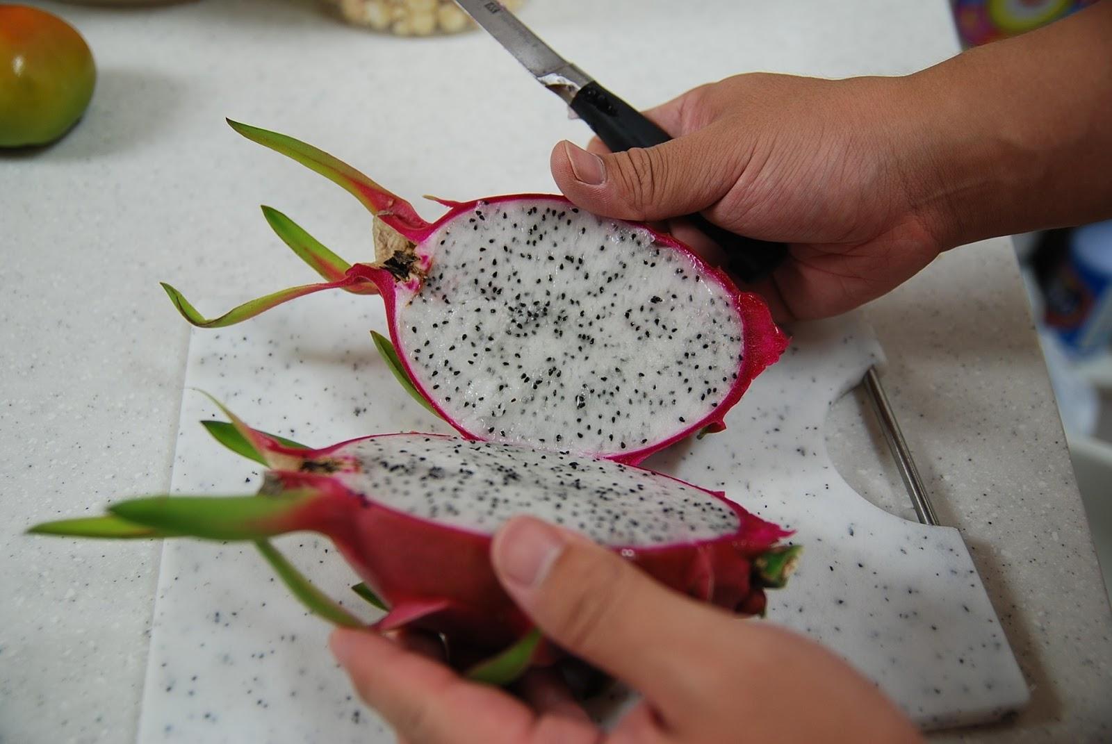 beberapa manfaat buah naga berdasarkan jenis warna