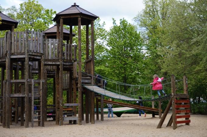 Berliinin leikkipuistot lapsille - itä-Berliinissä jokaisessa puistossa on leikkipaikkoja