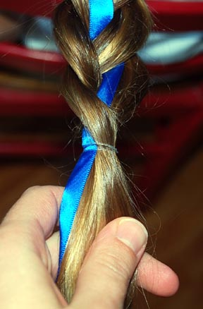 Hairdo How-to: Lesson 87: French Braid with Ribbon Accent
