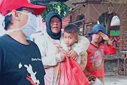 Aksi Berbagi Paket Sembako di Lingkungan Santo Petrus 4