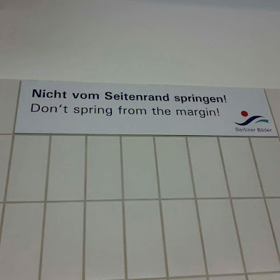 Do not jump from the margin / Nicht vom Rand springen