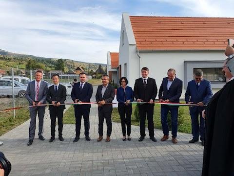 Magyar állami támogatással épült orvoslakásokat adtak át Gyergyószentmiklóson