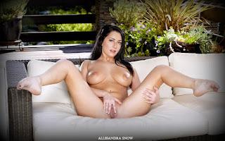 female cherry pie - Allesandra%2BSnow-S01-040.jpg
