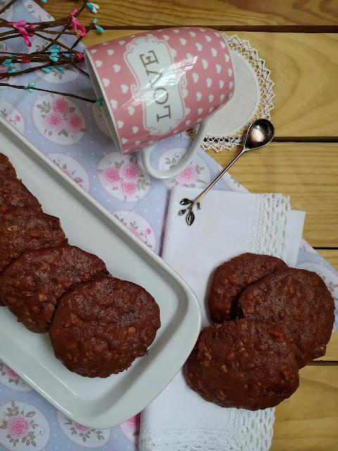 Receta de galletas de granola y chocolate fáciles y ricas. Ideales para el desayuno y la merienda. Breakfast, oat, cookies recipe. Horno Cuca