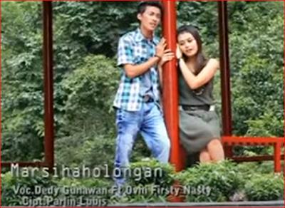 Lirik lagu Farro S. Feat Nila Sari - Marsihaholongan