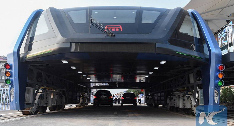 World's First Elevated Super-Bus Hits The Road In China [w/Video]