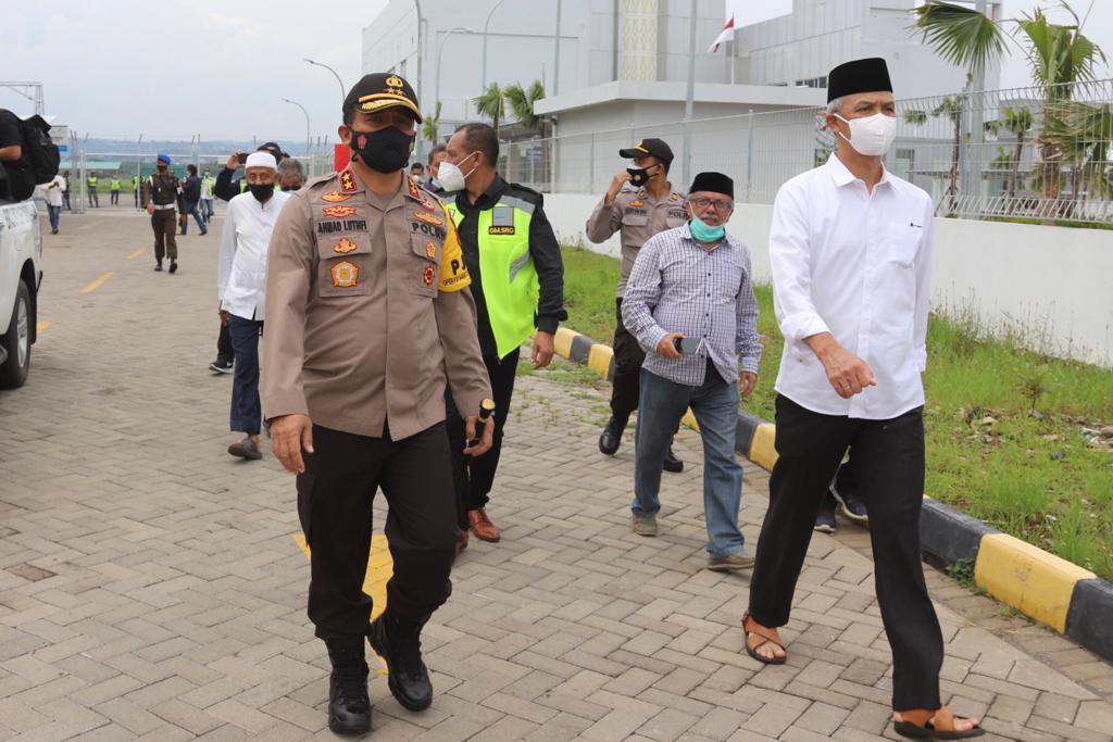 Kapolda Jateng Menyambut Kedatangan Jenazah Habib Ja'far al Kaff di Bandara Ahmad Yani