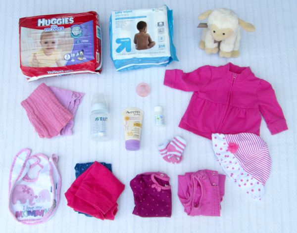 How to pack the perfect daycare bag for the baby or infant of a working mom