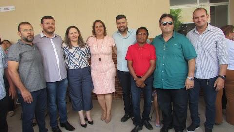 Vereadores da oposição ao governo Elijane não participam do reinauguração do Centro de Saúde e população lamenta