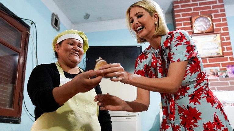Ivanka Trump visitó en septiembre de 2019 a panaderas y modistas de Jujuy que producen gracias a microcréditos de un plan de EEUU / REUTERS