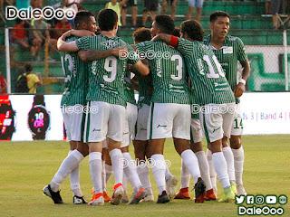Jugadores de Oriente Petrolero festejan el gol de Juan Diego Gutiérrez - DaleOoo