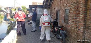 PMI Jember Semprotkan 1000 Liter Disinfektan Pemukiman Padat Penduduk