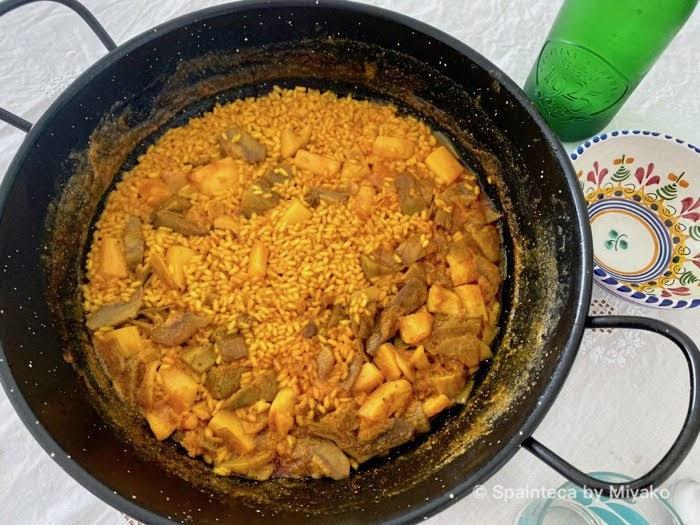 マドリードで食べる2人前なのに大鍋で届いた宅配アロス・メロソ