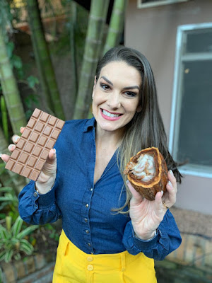 Brunna visita fábrica de chocolate (Foto: Divulgação/SBT)