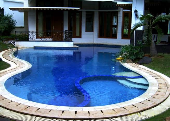 merawat kolam renang