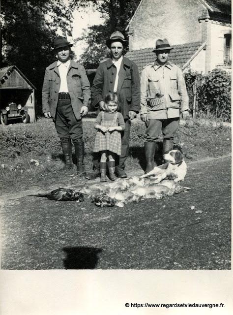photo noir et blanc ancienne : retour de la chasse