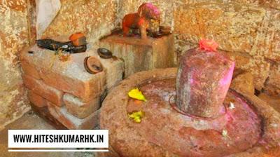 इस मंदिर में होती है कुत्ते की पूजा,कुकुरदेव मंदिर खपरी (जिला - बालोद) छ.ग