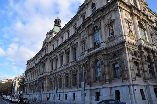 Marseille : Deux agents de la préfecture modifiaient le dossier des demandeurs d'asile contre de l'argent