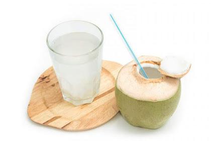 5 Manfaat Air Kelapa Untuk Kulit, Tubuh Dan Rambut