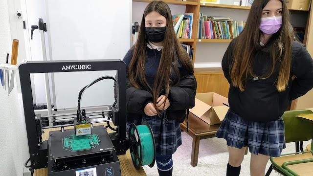 Alumnos con impresora 3D