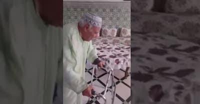 مؤثر جدا بالفيديو اخر لحظات الراحل حمادي عمور وهو يؤدي صلاة العيد