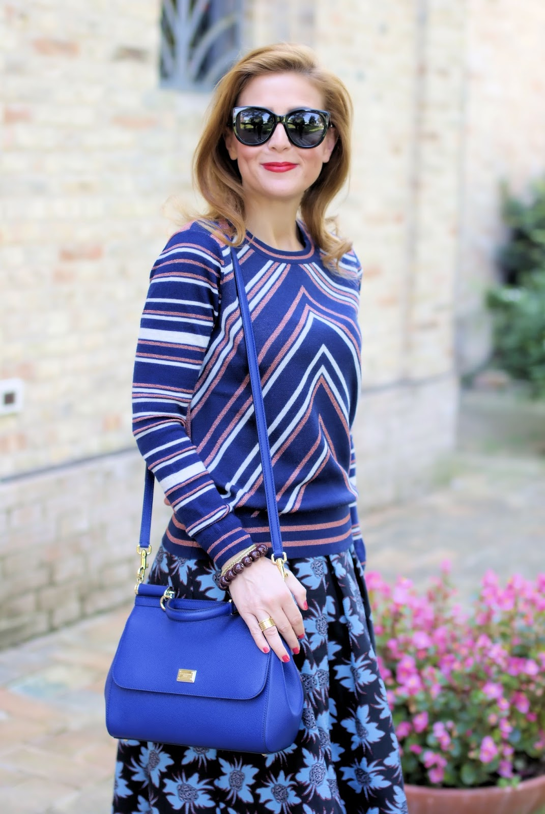 1.2.3 Paris pyramide sweater and Miss Sicily blue bag by Dolce & Gabbana on Fashion and Cookies fashion blog