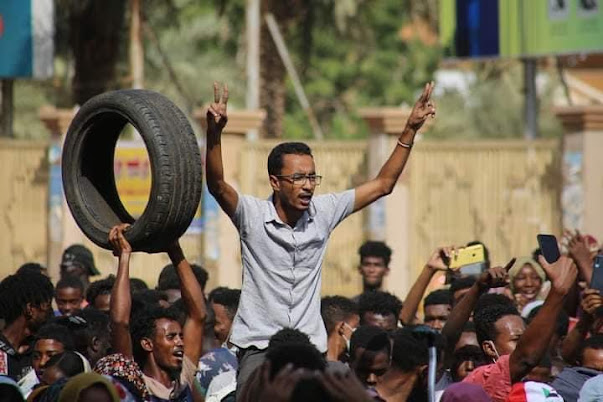 """Sudanese protesters against the coup in Khartoum on Monday  """"Twitter"""""""