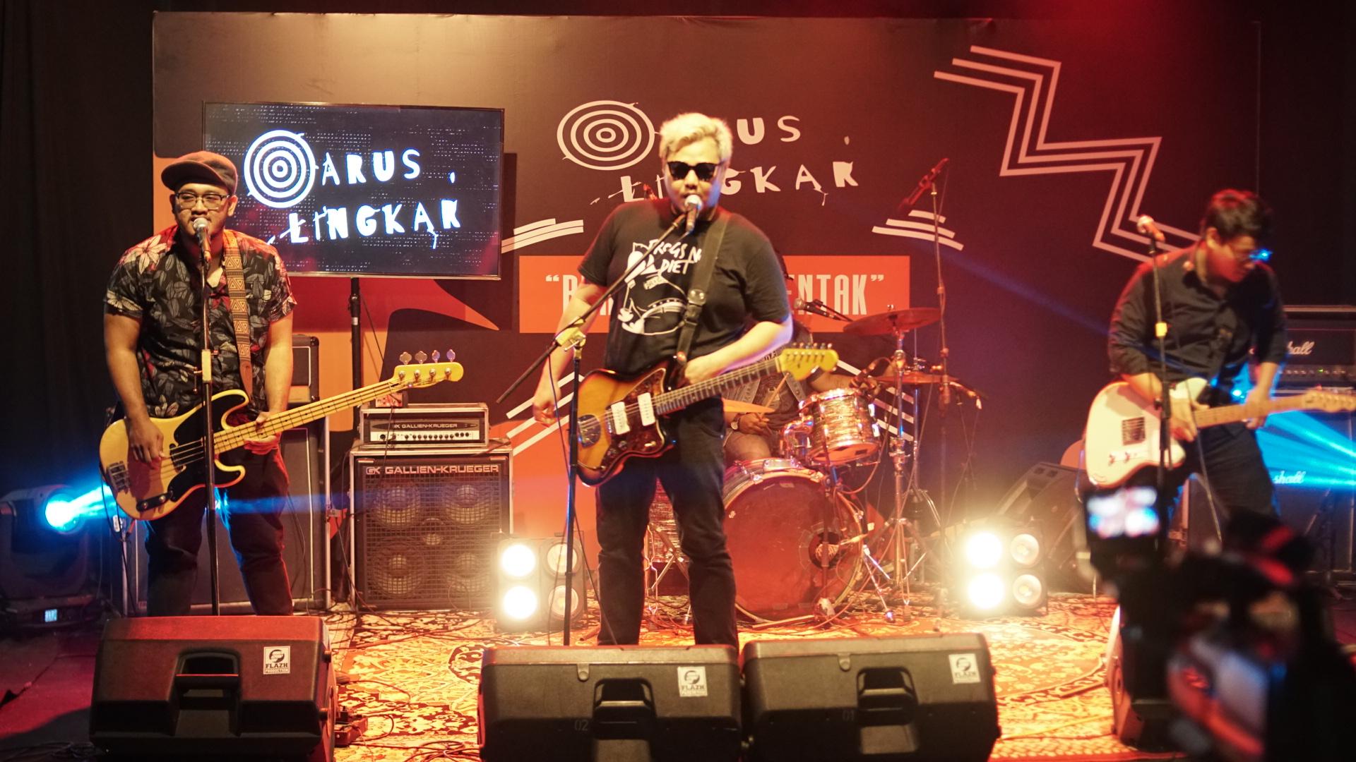 Saint Jimmy Live di Arus Lingkar