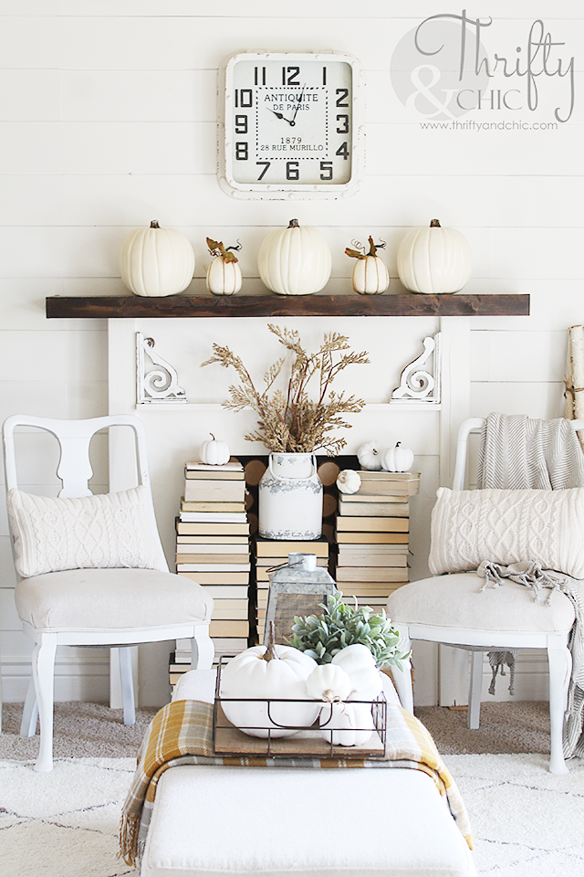 Farmhouse Fall decor and decorating ideas | Neutral fall decorating ideas | Fixer Upper style Fall decor | Fall family room decor