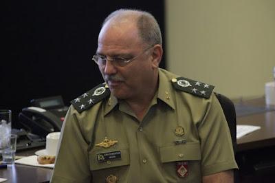 Intervenção militar é 'assunto do século passado', diz ministro e general Etchegoyen