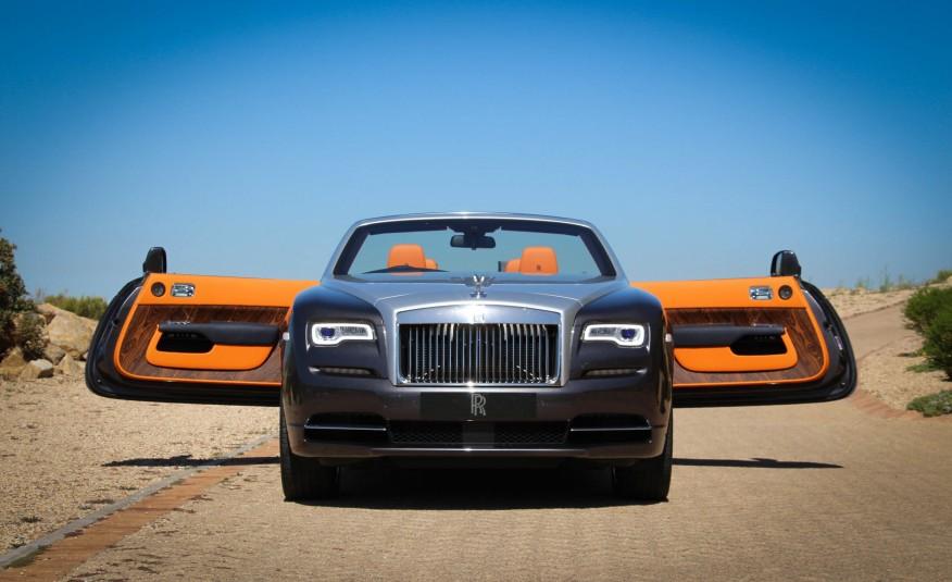 Cách mở cửa rất kỳ quái và độc đáo của Rolls Royce Dawn 2016