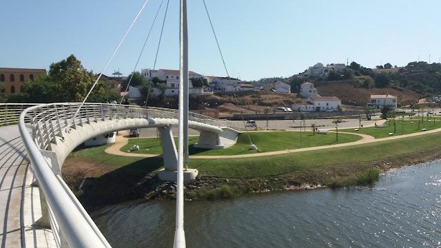 Ponte pedonal sobre o Rio Mira em Odemira