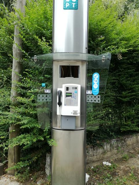 Cabine telefónica de Serpins