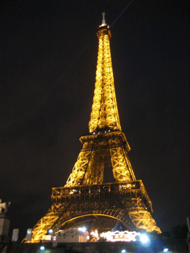 tower paris am eiffel papa kantri posted