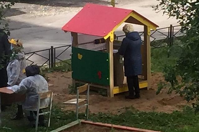 Во многих селах представители Избиркома ходят по дворам, предлагая проголосовать