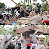 Wakapolres Barru Pimpin Baksos Bersama Personil Bersihkan Puing-Puing Rumah