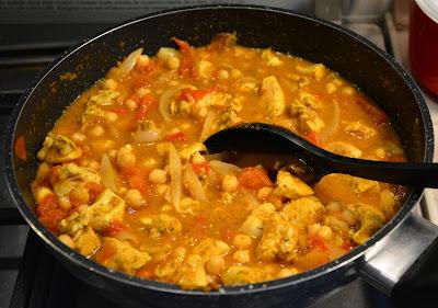 kurczak z ciecierzycą i pomidorami