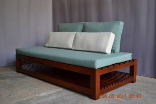 Sofa jati atau sofa santai yang umum diproduksi oleh hampir semua workshop furniture