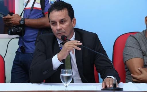 Enfraquecido, prefeito de Óbidos é alvo de moção de repúdio na Câmara