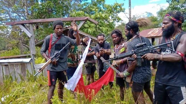 Ini Alasan TNI Tak Kejar OPM yang Bakar Bendera Merah Putih