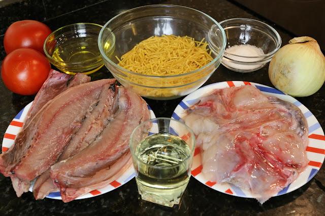 Ingredientes para fideos con caballa
