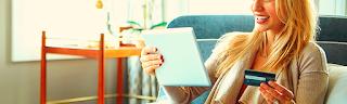 Femme heureuse, investissement en ligne