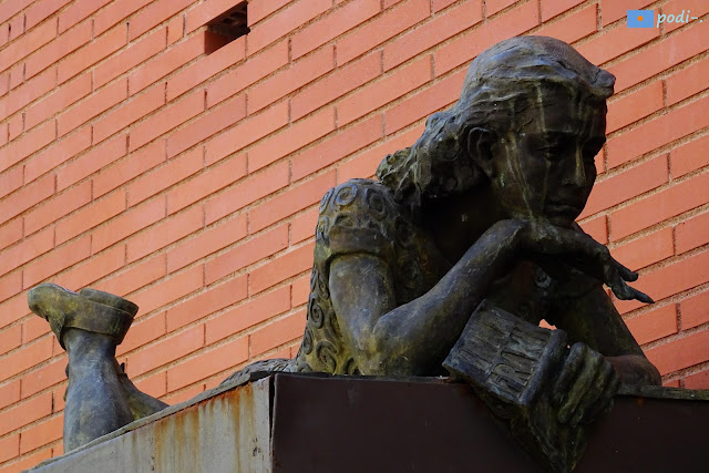 Gràcia, plaça d'Anna Frank, Barcelona