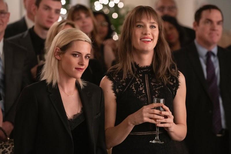 Mackenzie Davis, Kristen Stewart – Happiest Season Promos