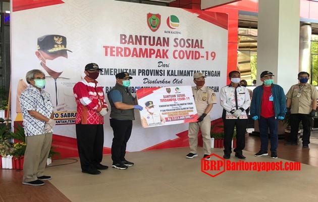 Gubernur Sugianto Salurkan Bansos Rp7 Miliar Untuk 11 Ribu Warga Katingan